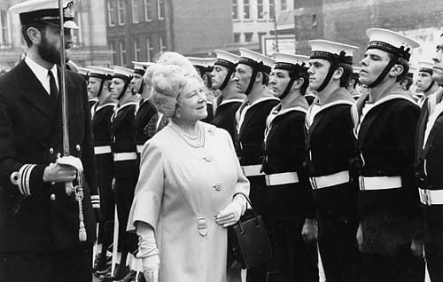 Her Majesty inspects the Royal Guard